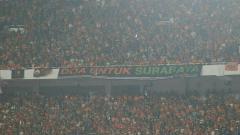 Indosport - Salah satu akun media sosial Jakmania memberikan pembelaan terkait kericuhan yang terjadi di Stadion Sultang Agung, Bantul.