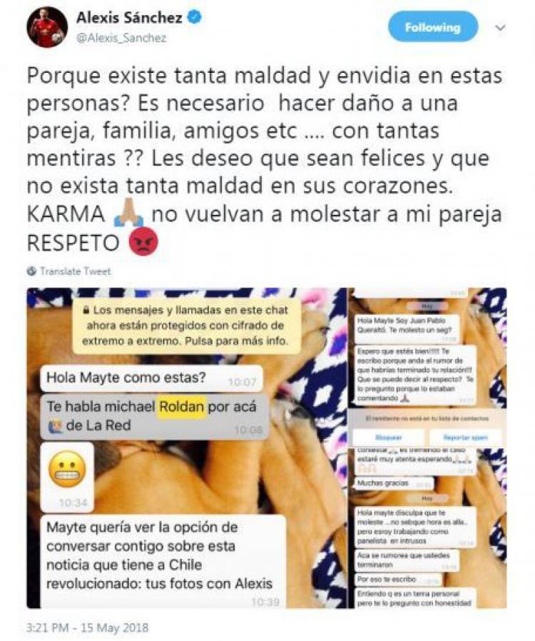 Postingan Alexis Sanchez yang berisi chat wartawan pada sang kekasih. Copyright: Twitter
