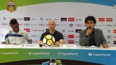 Indosport - Rafael Berges pelatih Mitra Kukar saat konferensi pers.