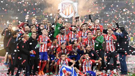 Tim Atletico Madrid melakukan foto bersama sebagai juara Liga Europa musim 2017-18.