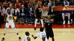 Indosport - Golden State Warriors vs Houston Rockets.