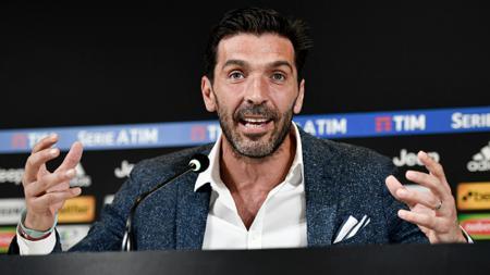 Legenda Juventus, Rubinho, meminta Gianluigi Buffon untuk tetap bertahan di Bianconeri, meski usianya sudah mulai menua. - INDOSPORT