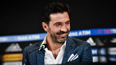 Kiper veteran Juventus, Gianluigi Buffon, tak masalah hanya menjadi pilihan kedua di timnya. - INDOSPORT