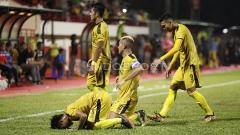 Indosport - Bhayangkara FC vs Mitra Kukar