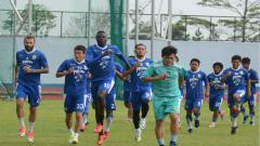 Indosport - Latihan Persib di bulan Ramadan.
