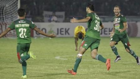 Dilshod merayakan gol tunggal yang dicetak ke gawang Sriwijaya FC - INDOSPORT