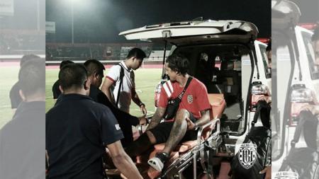 Usai laga Irfan Bachdim harus dlarikan ke rumah sakit - INDOSPORT