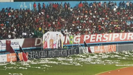Aksi Persipura Mania untuk korban teror bom Surabaya. - INDOSPORT