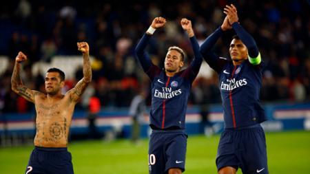 Tiga pemain Brasil di PSG: Dani Alves, Neymar, dan Thiago Silva. - INDOSPORT
