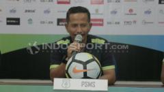 Indosport - Djanur dalam jumpa pers jelang lawan Mitra Kukar.