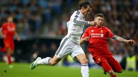 Alberto Moreno (kanan) vs Gareth Bale di tahun 2014. - INDOSPORT