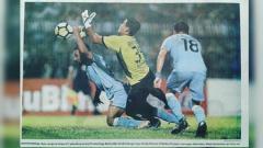 Indosport - Gol tangan tuhan Diego Assis dalam laga Persela vs Persija.