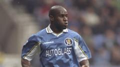 Indosport - Frank Sinclair, salah satu legenda Chelsea.