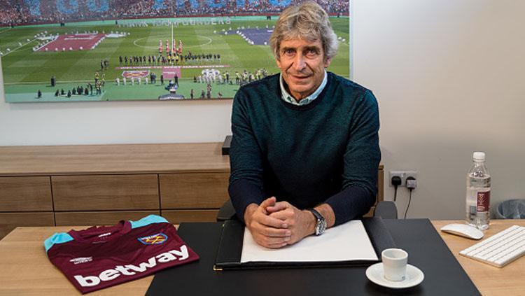 Manuel Pellegrini, pelatih West Ham United. Copyright: Getty Image