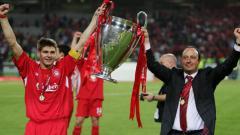 Indosport - Mantan kapten dan pelatih Liverpool, Steven Gerrard (kiri) dan Rafael Benitez.