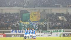Indosport - Suasana pertandingan Persib Bandung vs PSM Makassar.