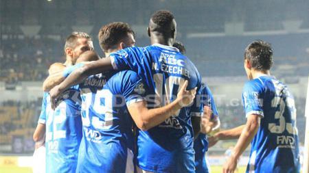 Persib merayakan gol ke gawang PSM. - INDOSPORT