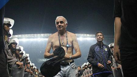 Mario Gomez telanjang dada. - INDOSPORT