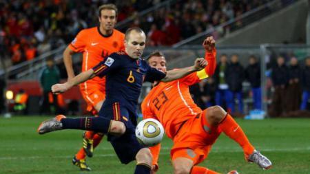 Andres Iniesta sebelum mencetak gol ke gawang Belanda, 2010 silam. - INDOSPORT