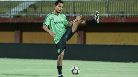 Sriwijaya FC mendatangkan eks bek Persebaya, Abu Rizal Maulana. - INDOSPORT