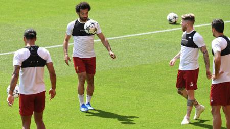 Skuat Liverpool saat sedang latihan. - INDOSPORT
