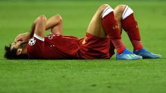 Indosport - Mohamed Salah meringis kesakitaan