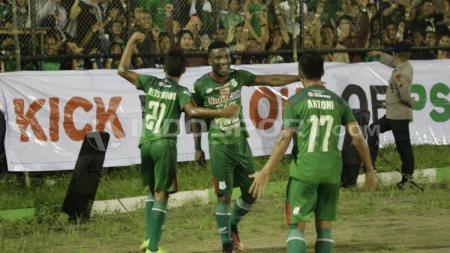 PSMS vs Arema FC. - INDOSPORT