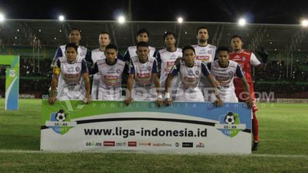 Skuat Arema saat ditaklukkan PSMS Medan. - INDOSPORT