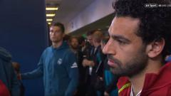 Indosport - Ronaldo lempar tatapan mematikan ke Salah di lorong stadion.