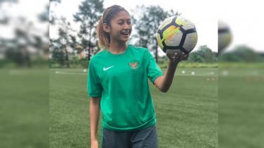 Zahra Muzdalifah mengenang momen kebersamaan dengan eks pelatih Timnas Putri, Satia Bagdja. - INDOSPORT