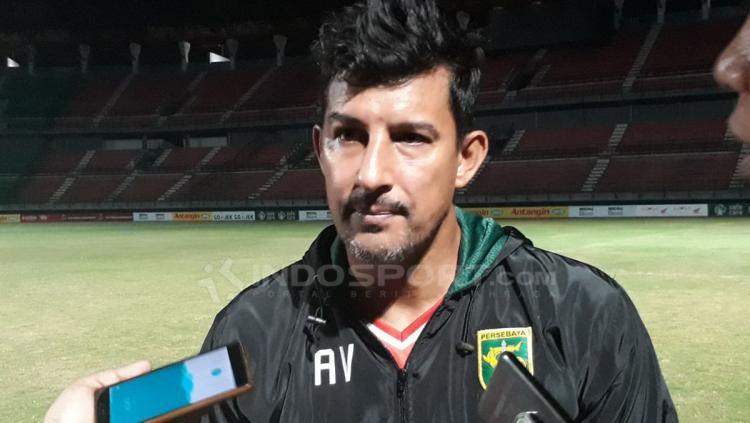 Pelatih Persebaya Surabaya, Angel Alfredo Vera. Copyright: Fitra Herdian/Indosport.com