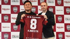 Indosport - Andres Iniesta resmi perkuat Vissel Kobe.