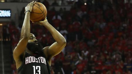 James Harden tengah berlatih keras untuk meningkatkan akurasi tembakan tiga angka jelang musim baru NBA 2019/20. - INDOSPORT
