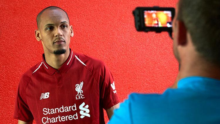 Potret Fabinho resmi berseragam Liverpool. Copyright: INDOSPORT
