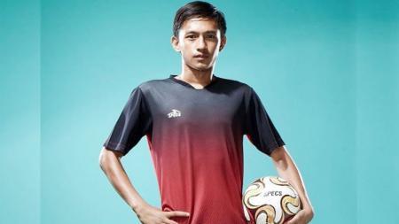 Hanis Sagara Putra, pemain klub Liga 1, Bali United, membuat pengakuan kocak dalam sesi live Instagram. - INDOSPORT