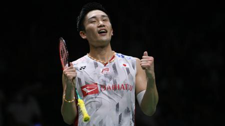 Persentase kemenangan yang dimiliki pebulutangkis tunggal putra peringkat 1 dunia, Kento Momota atas top 10 dunia buktikan kalau wakil Jepang belum ada obat. - INDOSPORT