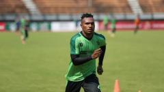 Indosport - Pemain Persebaya Surabaya Nelson Alom.