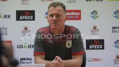Indosport - Tepat pada hari ini, tepat 2 tahun yang lalu, 6 Juli 2018, manajemen Persipura Jayapura mengumumkan Amilton Silva de Oliveira sebagai pelatih baru untuk menggantikan pelatih asal Inggris, Peter Butler.