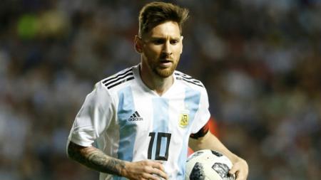Lionel Messi saat berseraham Timnas Argentina. - INDOSPORT