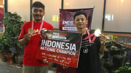 Rizky Faidan dan Setia Widianto, atlet eSports PES Indonesia yang tampil di Asian Games 2018. - INDOSPORT
