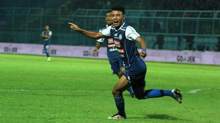 Selebrasi gol Dedik Setiawan saat melawan PSIS Semarang. - INDOSPORT