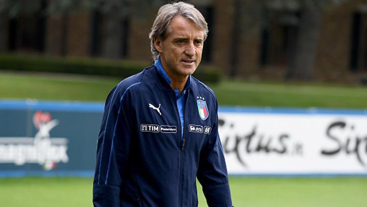 Roberto Mancini, pelatih Timnas Italia saat dalam latihan. Copyright: INDOSPORT