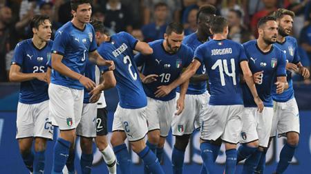 Selebrasi para pemain Italia saat Leonardo Bonucci mencetak gol ke gawang Prancis. - INDOSPORT