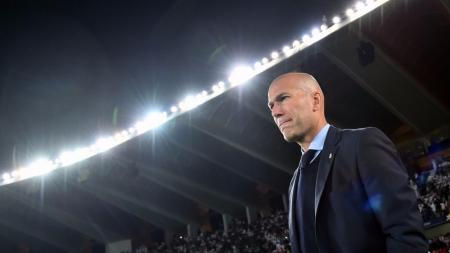 Zinedine Zidane benar-benar bakal ditendang raksasa LaLiga Spanyol, Real Madrid gara-gara ada sosok pelatih yang bakal jadi penggantinya. - INDOSPORT