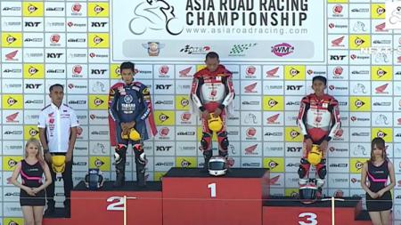 Rheza Danica dan Mario SA merebut podium pertama dan ketiga di Race pertama kelas AP250 di Suzuka Jepang. - INDOSPORT