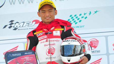 Dua pembalap asal Indonesia, Andi Farid Izdhiar atau Andi Gilang dan Rheza Danica Ahrens tidak berhasil meraih podium dalam ajang ARRC 2019 pada kelas SS600. - INDOSPORT