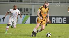 Indosport - Danny Guthrie resmi berseragam Walsall FC.