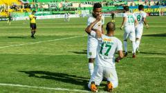 Indosport - David da Silva selebrasi gol saat menghadapi PS TIRA di Stadion Sultan Agung, Bantul (13/04/18).