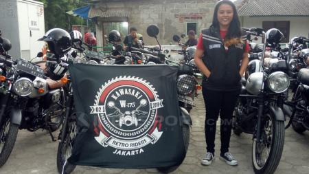 Isla Bonita, anggota Kawasaki Retro Riders W175 Jakarta. - INDOSPORT