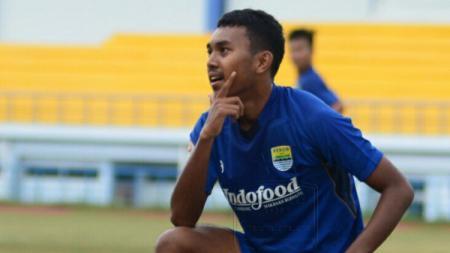 Penggawa Persib Bandung U-19, Ilham Qolba saat melakukan selebrasi. - INDOSPORT